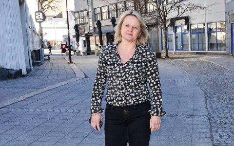 POSITIV: Assisterende rådmann Ingvild Aartun sier hun stort sett er fornøyd med hvordan utestedene følger opp koronarestriksjonene.