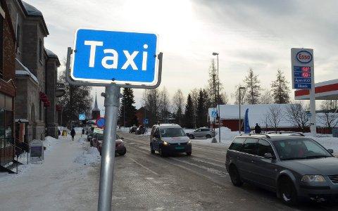 TRYGT HJEM MED TAXI: Ungdom kan igjen reise trygt hjem i helger med taxi.