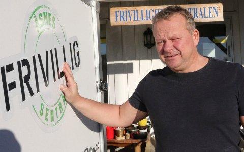 ÅPNER: Daglig leder Geir Toverud åpner nå døra til bruktbutikken igjen.