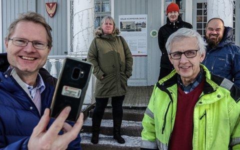 SNAKKET STRØM::  Tor Andrè Johnsen, Anne-Britt Myrvold og Truls Gihlemoen møtte Våler-ordfører Ola Cato Lie og næringssjef Arild Lande for å snakke om strøm og mobildekning.