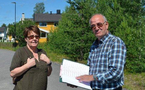 MOTSTANDSKAMP: Gun Snipen og Erland Lae i Terningmoen borettslag i Elverum fortsetter kampen mot et hybelhus på seks etasjer i nabolaget.