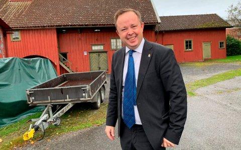 SKAL BRUKE KONTAKTER: Robin Kåss sier at han vil bruke sine politiske kontakter i fylkeskommunen i et forsøk på å komme videre med ideen om en teaterpark på sjøfartsområdet på Nedre Frednes.