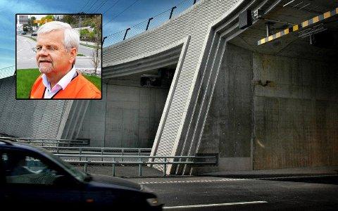 Avdelingsdirektør i Statens vegvesen, Tore Kaurin sier det er bra Utrykningspolitiet har kontroller i tunnelen. Men ansvaret er det bilistene selv som sitter med.