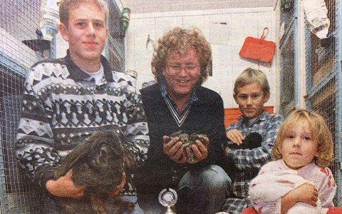 KANINDILLA: Morten Engh (14), pappa Terje Engh, Magnus Engh (9) og Merethe Engh (4).