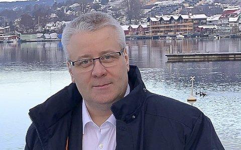 VIL VITE: Bård Hoksrud (Frp) er leder i kontrollutvalget.