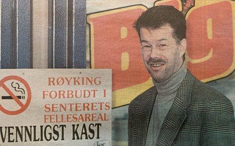 HELT GREIT: Down Town-sjef Lars Iver Larsen feller ingen tårer over røykerne som må ut i kulda.