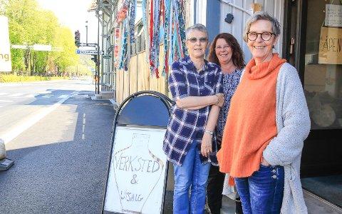 NY GIV: Det har aldri stått på humøret, men etter at veien igjen returnerte til normalen ser det lysere ut for verksted-trioen Bente Lorentzen, Heidi Gerhardsen og Gunn Klevstad Olsen.