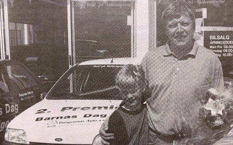FORNØYD: Ole-Johnny Gulseth og hans sønn Daniel var fornøyde med å vinne en Ford Fiesta.