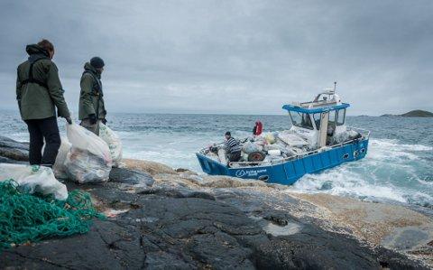 REN KYST: Foreningen In the same boat jobber for at Norges kyst skal bli kvitt søppel og skrot.
