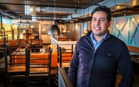 Abdelilah Amjahdi prøvde seg med restaurantkonseptene Friends Ever og La Barra på Amfi Mo i Rana uten at det ble en stor suksess. Nå er det åpnet en konkurs i driftsselskapet Friends Ever AS, etter at styret valgte å melde oppbud.