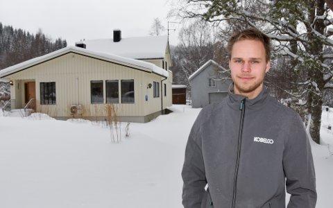 Hit, men ikke lenger. Om få dager får Anders Karolius Flostrand (22) overta nøklene til sitt nykjøpte hus i Korgen.