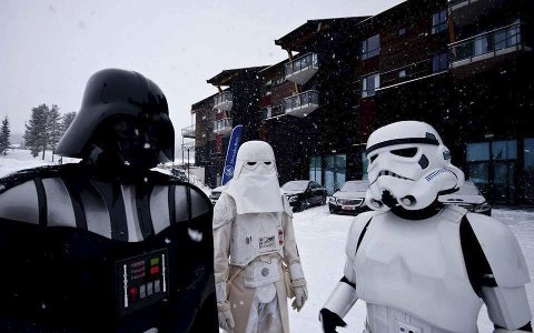 Disse tre gleder seg til Star Wars-premiere onsdag. Men hva heter filmen de skal se?