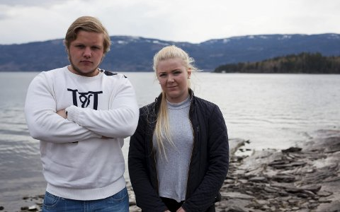 Joakim Pedersen (18) og Line Jahn Øverby (18) mener at vedtaket om å ha minnesmerke etter 22. juli på Sørbråten er uønsket av de lokale.