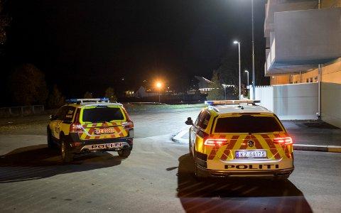 ÅSTEDET: Tiltalte og fornærmede møttes utenfor Hønefoss skole, og knivstikkingen skjedde inni fornærmedes bil.