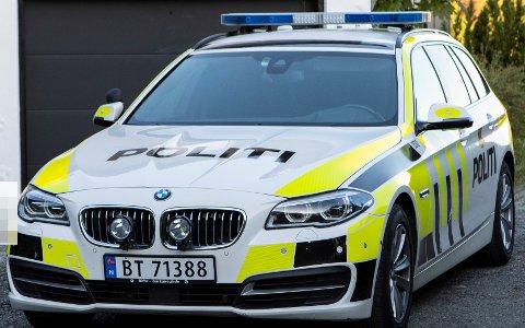TIL LEGEVAKT: Den fornæmede kvinnen hadde ikke behov for ambulanse, men ble kjørt til legevakta av politipatruljen.