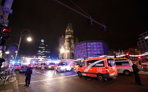 Police stand guard in Berlin, Germany, December 19, 2016 after a truck ploughed into the crowded Christmas market in the German capital. REUTERS/Pawel Kopczynski