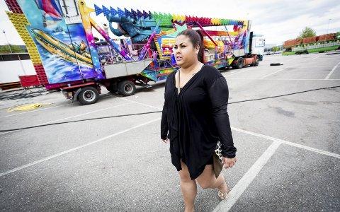Fikk sjokkbeskjeden: Patricia Grønberg (25) fikk aldri tatt karusellen «Extreme Fly». Årsaken er at hun er for stor. – Jeg føler meg mobbet, sier hun.Foto: Lisbeth Andresen