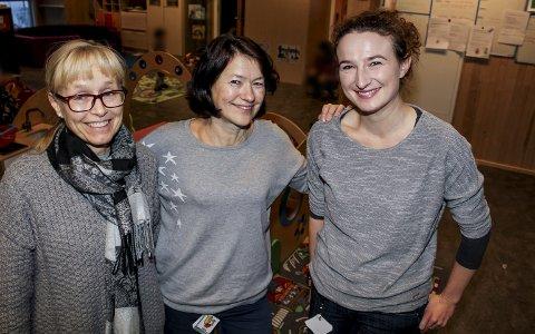 PÅ JOBB: Ann-Kristin Noraker, Berit Bunes og Kalina Fraczynsko jobber i Ramstadskgoen barnehage. Her er sykefraværet redusert fra rundt 20 prosent til omtrent sju prosent. FOTO: LINDA INGIER