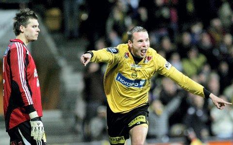 I LEDELSEN: Arild Sundgot (t.h.) har akkurat overlistet RBK-keeper Rune A. Jarstein og LSK har snudd 1–2 til 3–2 i kampen LSK måtte vinne i 2008. ALLE FOTO: TOM GUSTAVSEN