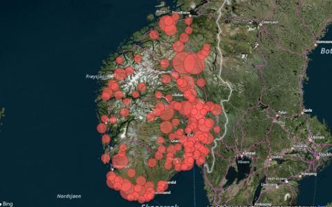 FÔR-KRISE: De røde prikkene viser bøndene i Sør-Norge som mangler fôr til dyrene sine per 9. juli 2018, som følge av den kritiske tørken.