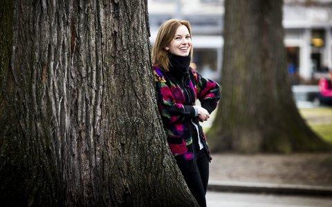 Lykkelige omstendigheter: Marit Elisabeth Larsen (36) er storfornøyd med tilværelsen og er klar for et nytt kapittel i livet, med både barnebok og til våren- eget barn. Foto: LISBETH LUND ANDRESEN