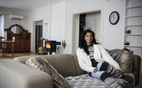VIL TILBAKE: Anja Leela Hageler har akkurat kommet hjem til Eidsvoll, men har allerede begynt å planlegge å reise «hjem» til Sri Lanka. Drømmen er å starte barnehjem. FOTO: ELISABETH JOHNSEN