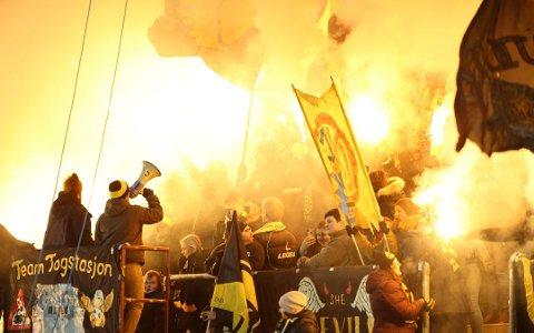 Noe nytt pyroshow blir det ikke på Åråsen i kveld, men engasjementet rundt «sofakampen» er brennhett. Foto: Christoffer Andersen / NTB scanpix