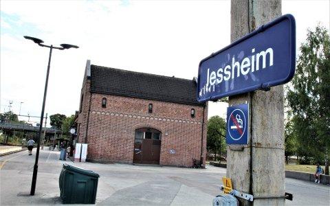 ANMELDT: Én mann er anmeldt, etter å ha kommet med rasistiske uttalelser mot to tenåringsjenter på Jessheim stasjon tirsdag ettermiddag.