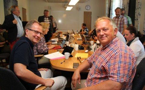 NY RETTSRUNDE: Rådmann Knut Haugestad (t.v.) og ordfører John-Erik Vika er klare for ny runde i tingretten.