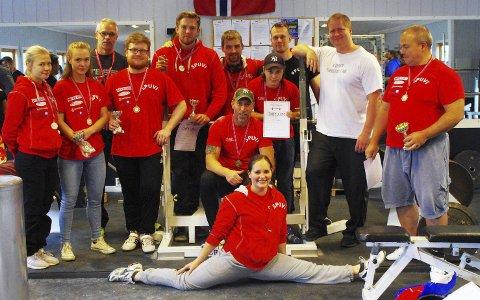 VERTSKLUBBEN: 12 av SPUVIs deltakere. Norgesrekordtaker Per Marius Hole i hvit t-skjorte.