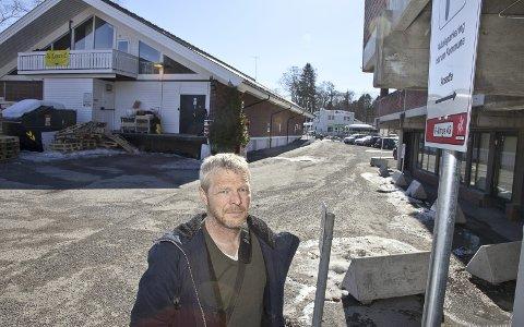 I MÅL: Per Steine har i lang tid prøvd å få til en avtale med grunneiere i Sætre sentrum for å få enklere parkeringsløsninger. .Arkivfoto: Henning Jønholdt