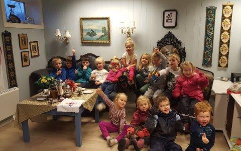 VANT: Barna i Kana barnehage ble premiert for den flotte gammeldagse stuen de har innredet.