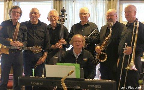 Musikere: Bourbon Street Jazzband skal sørge for at de svinger i Sande kirke på søndag.