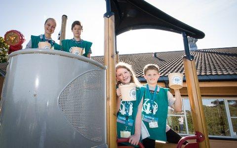 GLEDER SEG: Vilde Eidhamar (13), Kevin Floen (14), Vinja Marie Vines (10) og Michael Kronstad (12) ser fram til bøssebæringen denne uka.
