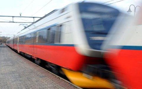 SUSTE FORBI: Toget klarte ikke å stoppe ved stasjonen fordi det var så glatt på skinnene. Dette bildet er tatt ved en annen anledning.