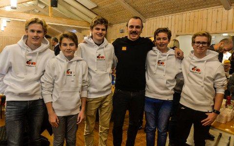 Sandefjord Sykleklubb fikk besøk av Leonard Snoeks. Her er han sammen med klubbens nysatsning, Elite ung. f.v: Kristian Arvesen (17), Leon Vågene Granholdt (12), Theo Vågene Granholdt (17), Leonard Snoeks (34), Andreas Vileid Kleive (17) og Jacob Harvig (15).