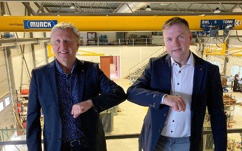 OPPKJØP: Daglig leder Geir Osmundsen i VTE (t.v.) bekrefter at Nettpartner har kjøpt alle aksjepostene i selskapet. Her sammen med Arild Borgersen i Nettpartner.