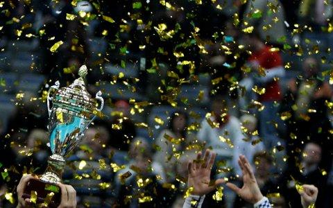 Dette er jubelen da ble verdensmestre i innebandy i 2008. Da slo de Sverige med 7-6. Mika Kohonen fra blant annet dette vinnerlaget, kommer til Hana i august for å lære bort sine kunstner til både unge spillere og trenere.