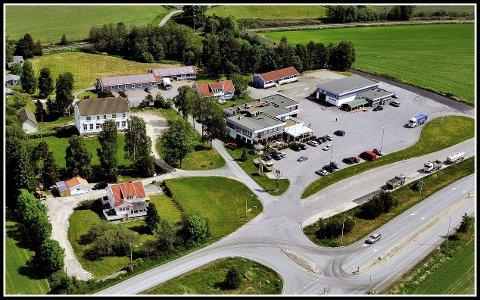 LANDEMERKE: Høk Kro og Motell er et av en rekke typiske landemerker på E6.