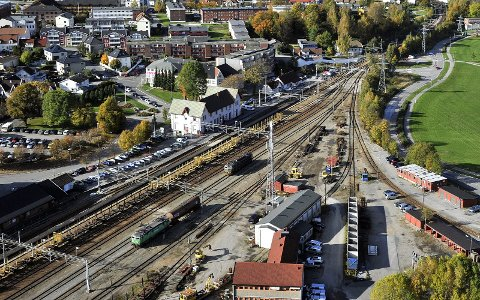 GLEMT? Det er presentert flotte skisser for en ny jernbanestasjon i Sarpsborg,           men Ståle Solberg mener at det ikke er tatt hensyn til at et stort antall lange godstog skal passere stasjonsområdet. Foto: Jarl M. Andersen