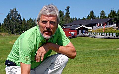 LIDER: Peder Mørk og Mørk Golfklubb skulle kommende helg ha arrangert lag-NM. Det ville ha generert mye penger. Nå blir i stedet arrangementet flyttet til en annen bane.