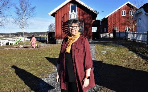 LEI HÆRVERK: Pedagogisk leder ved Vollene Naturbarnehage, Solfrid Ydse syns det er ufint av ungdommen som ødelegger for barnehagebarna.