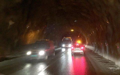 TUNNELARBEID: I Høyangertunnelen kan det bli forseinkingar på inntil 20 minutt på grunn av vedlikehaldsarbeid i dag, onsdag 2. juni.