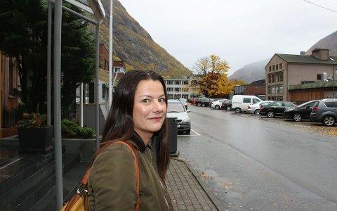 STØR HØL: Marie Helene Hollevik Brandsdal stør Høl sitt ordførarkandidatur.