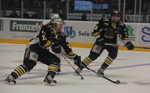 Sola-trener Knut Ove Joa fikk forrige uke oppleve Oilers mot Lørenskog på nært hold. Håndballtreneren var med i boksen da Martin Strandfeldt og Lars-Peder Nagel vant sin tredje semifinale.
