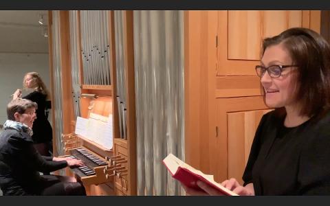 KONSERT: Rita Sørensen (til høgre) og Anne-Berit Rinde Bjelland (på orgelkrakken) speler på konserten i Hjelmeland kyrkje denne helga. Her saman med Astrid Bjelland ved eit tidlegare høve.