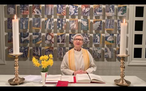 DIGITAL PROST: Sigrid Sigmundstad talar i minigudstenesta frå Hjelmeland kyrkje 1. påskedag. Det er éi av ei rekkje korte gudstenester som blir sende frå kyrkjene i Ryfylke i påska.