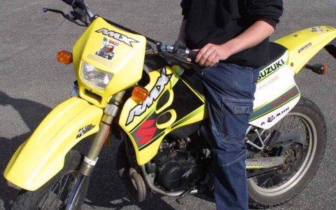 KLAGER: Politiet har i vår fått uvanlig mange tips og klager om bråk og stor fart i forbindelse med mopedkjøring. (Arkiv- illustrasjonsfoto)