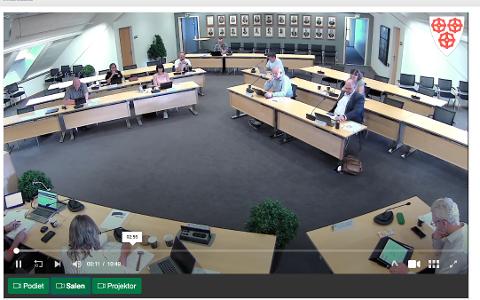 KOMMUNE-TV: Formannskapsmøtene i Strand sendes på kommune-tv og kan oppleves både direkte og sees i opptak. Nå er opptaket av sist formannskapsmøte blitt forkortet ut fra en juridisk vurdering.