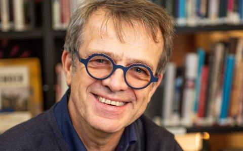 INSENTIV: Einar Schibevaag mener en distriktsvennlig sykepleierutdanning vil føre til at flere sykepleiere vil fortsette å jobbe i hjemkommunen.